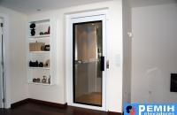 ascensor-unifamiliar-con-puertas-batientes-de-cristal-2-pemih-elevadores