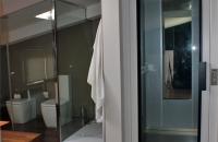 ascensor-unifamiliar-con-puertas-batientes-de-cristal-pemih-elevadores