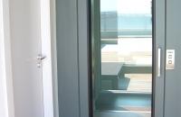 montacargas-para-personas-con-puertas-de-cristal-pemih-elevadores