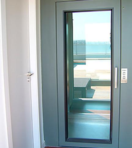 montacargas hidraulicos para personas con puertas de cristal