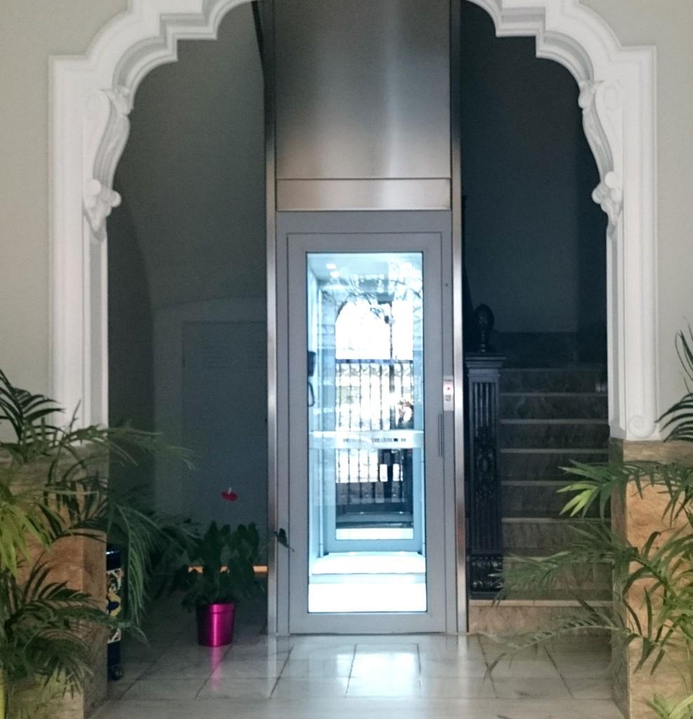 Pemih elevadores ascensores unifamiliares y montacargas for Escaleras de viviendas