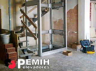 Ascensores montacargas salvaescaleras pemih elevadores for Sillas ascensores para escaleras precios