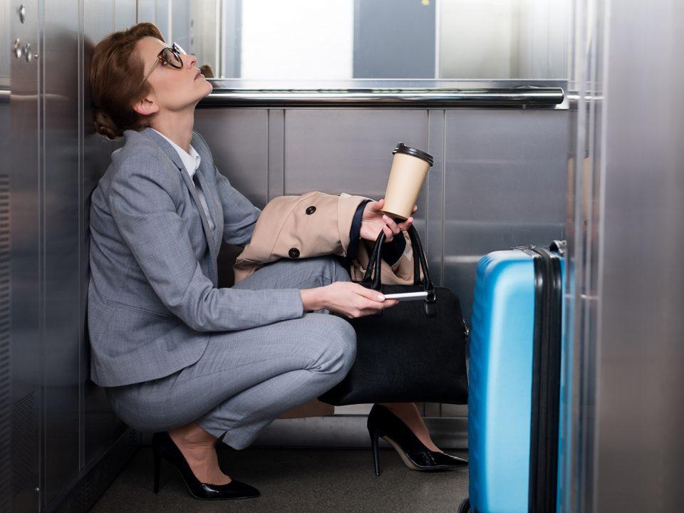 ¿Qué hacer en caso de quedarte atrapado en un ascensor?